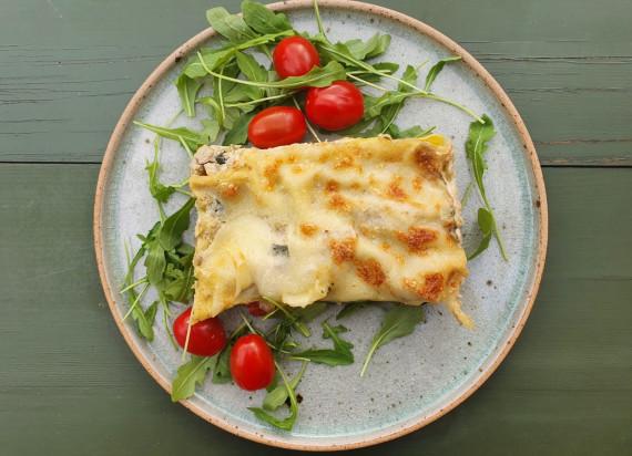 Vegetarische lasagne met lentegroenten