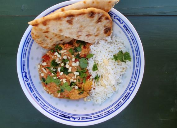 Kip tikka masala met rijst en platbrood